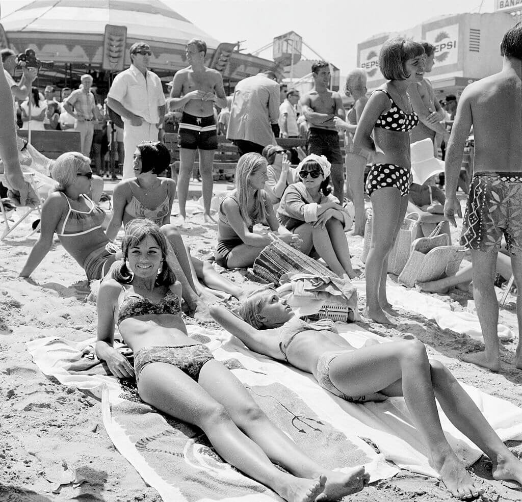 1960s-california-beach-day-vibes