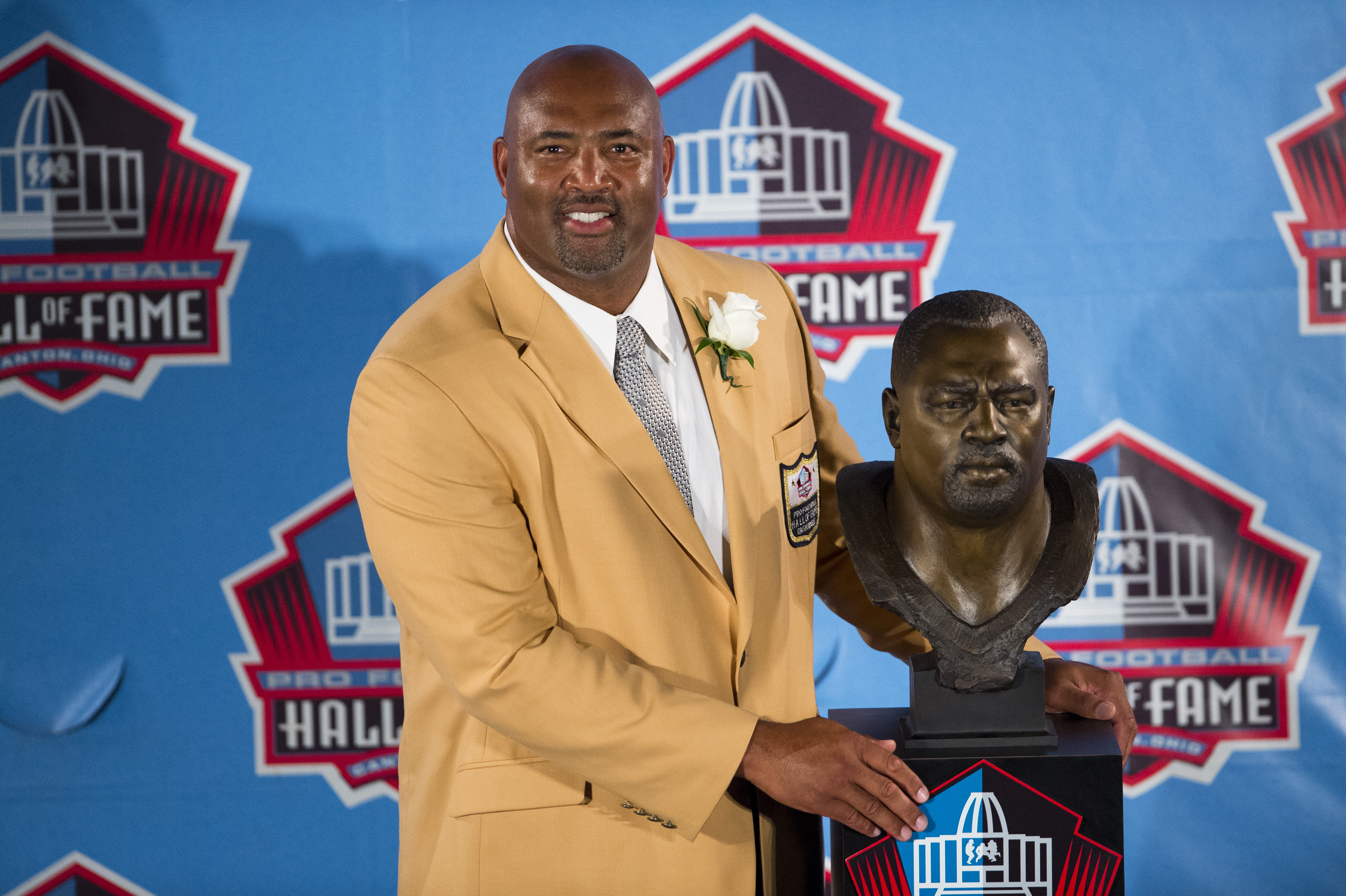 Former Pittsburgh Steelers center Dermontti Dawson with his bust
