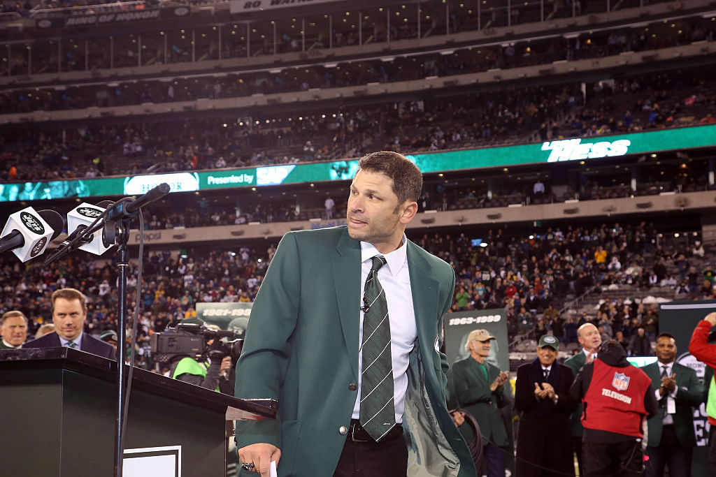 Former Wide Receiver for the New York Jets Wayne Chrebet is inducted in the teams Ring of Honor
