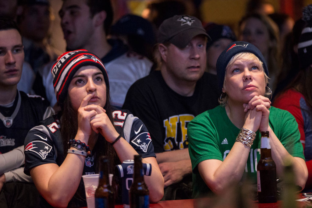 super bowl fans watching game