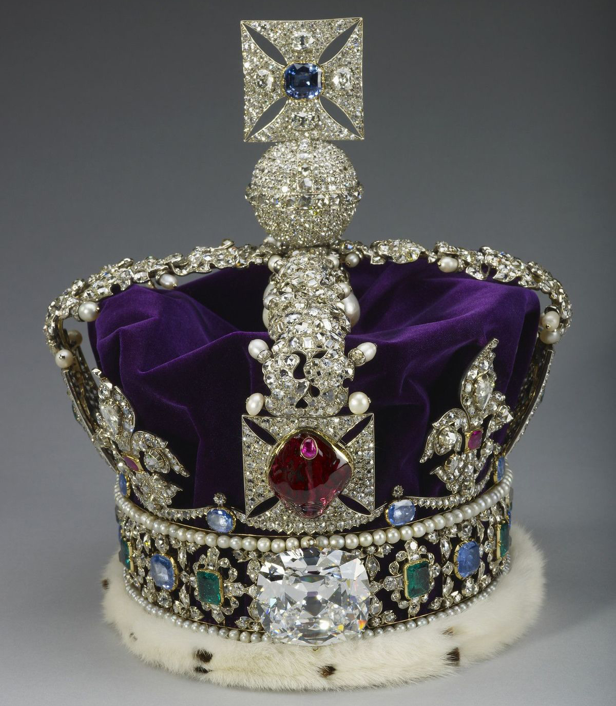 royal-jewelry-tiaras-01