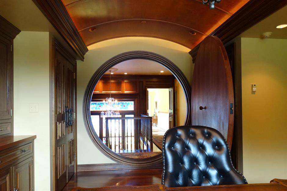 The round door opens to the hallway.