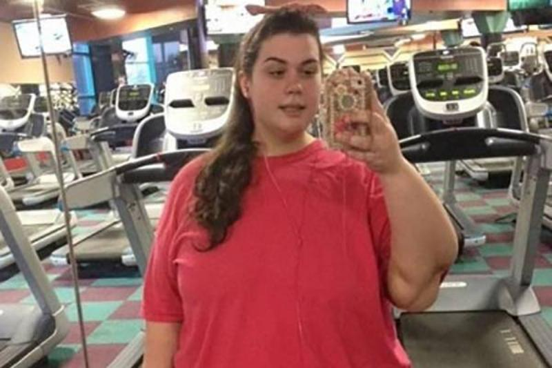 Amber takes a photo in the mirror at her gym.