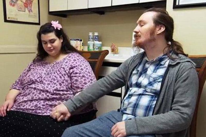 Amber and Rowdy holds hands in the doctor's office.