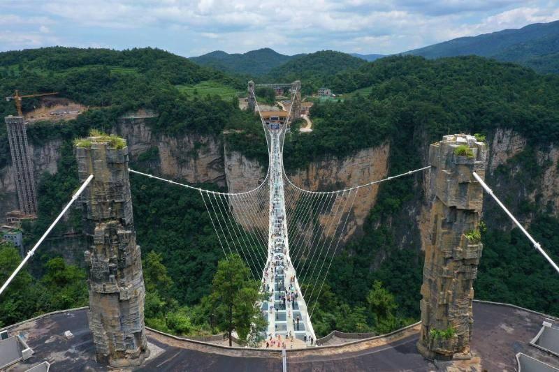 the-worlds-highest-pedestrian-bridge-in-zhangjiajiechina.-30330